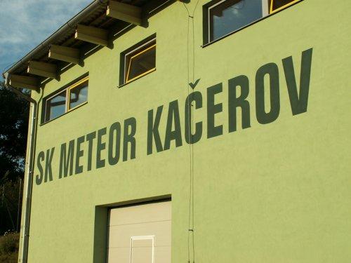 malba na zdi, Kacerov